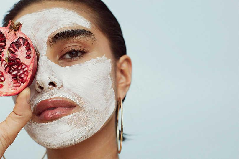 Как правильно наносить маску на лицо: 10 важных правил