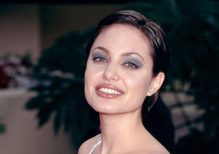 Яркое Прохождение Анджелины Джоли По Подиуму – Джиа (1998)