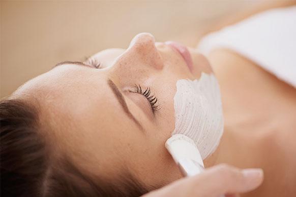 Тканевые маски для лица: эффект, правила использования