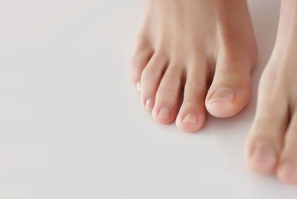 Ногти на ногах желтеют и утолщаются: лечение и профилактика