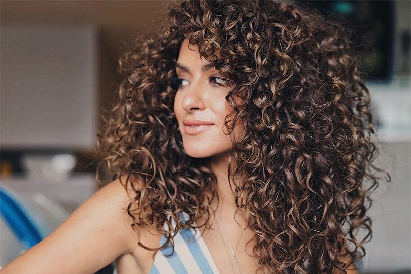 Как выровнять, выпрямить волосы, которые вьются? Как выровнять волосы феном, утюжком, специальными средствами, народными методами, в домашних условиях?