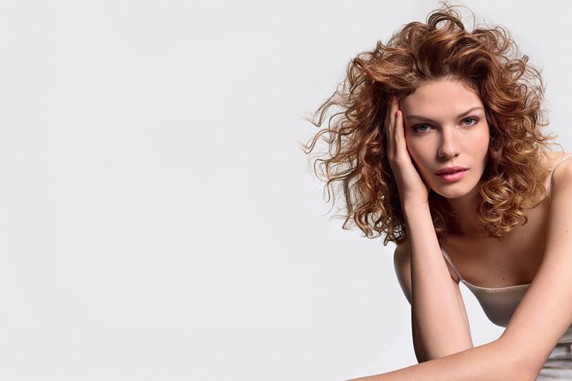 Мокрая химия на длинные волосы: описание процедуры, сколько держится завивка, плюсы и минусы, рекомендации специалистов по уходу || Сколько держится химическая завивка волос