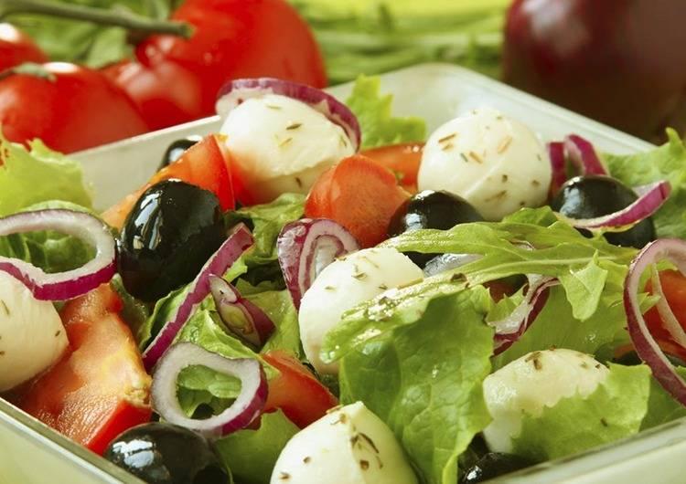 Идеально подобранные и красиво уложенные ингредиенты - вот секрет салата